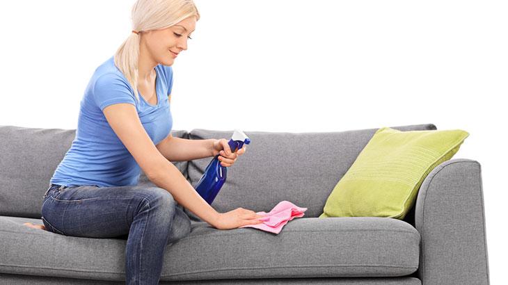Чистка дивана от пятен