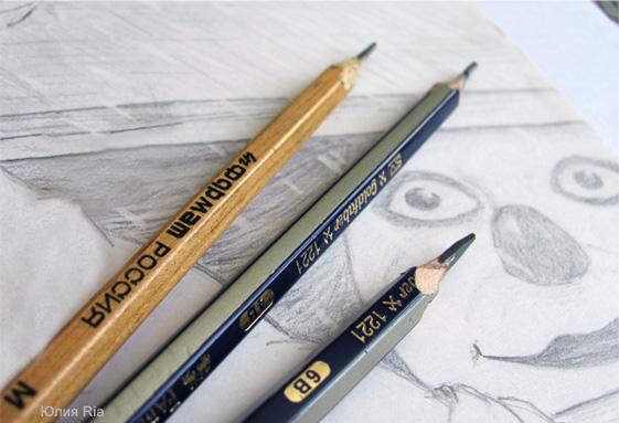 Графит из обычного карандаша для смазывания петель двери