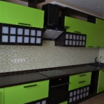 Кухни с комбинированными фасадами: нюансы выбора