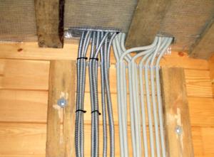 Как проложить проводку в деревянном доме своими силами