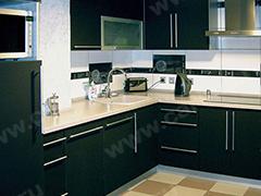 Кухонный гарнитур в черном цвете