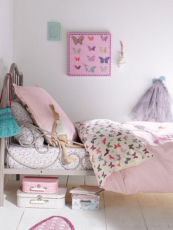 Кованая кровать в детской в стиле прованс