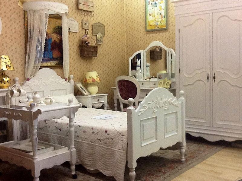Деревянная кровать в детской в стиле прованс