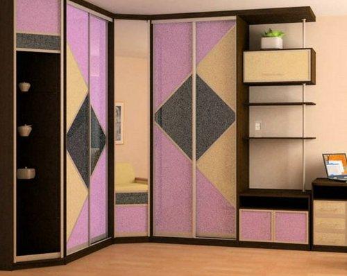 Г-образный угловой встроенный шкаф-купе