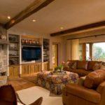 оригинальный дизайн гостиной с диваном