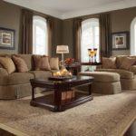 мягкий диван теплого оттенка коричневого