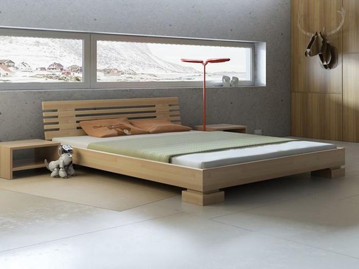 Интерьер спальни с деревянной кроватью