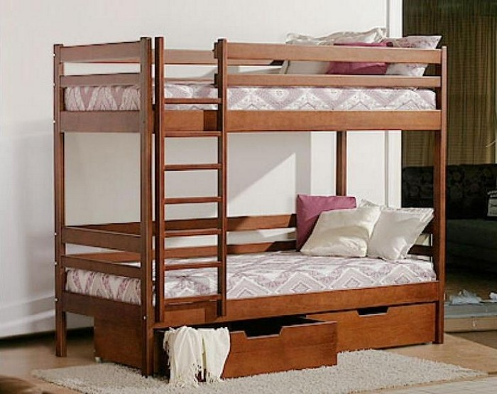 Деревянная кровать для детской комнаты