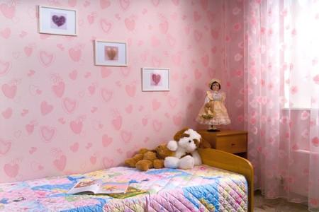 Розовый в интерьере комнаты для девочки никогда не утратит своей актуальности