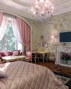 потолок с фресками и камин с цветами