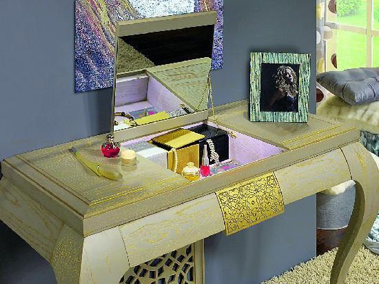 Будуар, пуфф, спальня, мебель для спальни, псише, туалетный столик, туалетный столик с зеркалом, трельяж, трюмо, тумба, кофейный столик