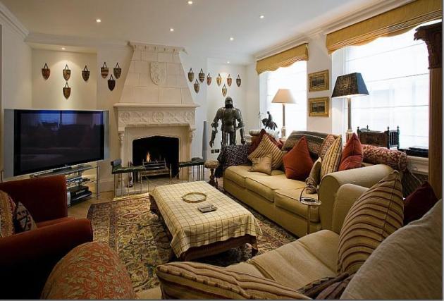 Фото: ковер из натурального материала в  интерьере гостиной английского стиля