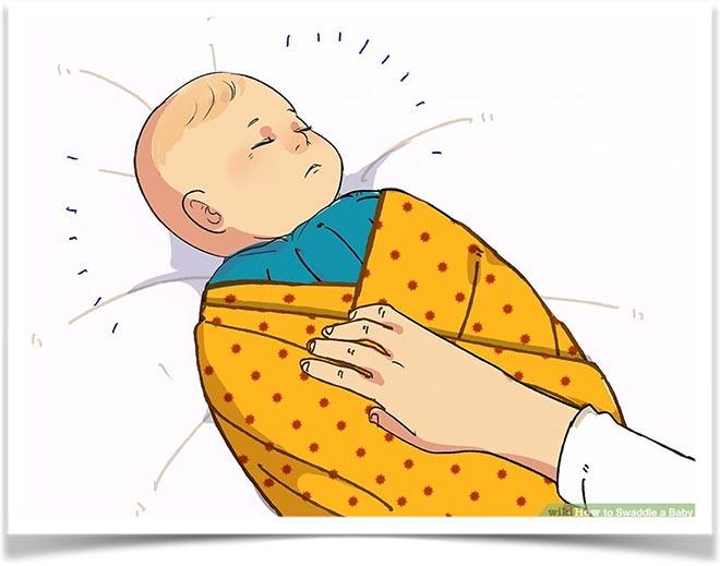 Завернутый в одеяло ребенок