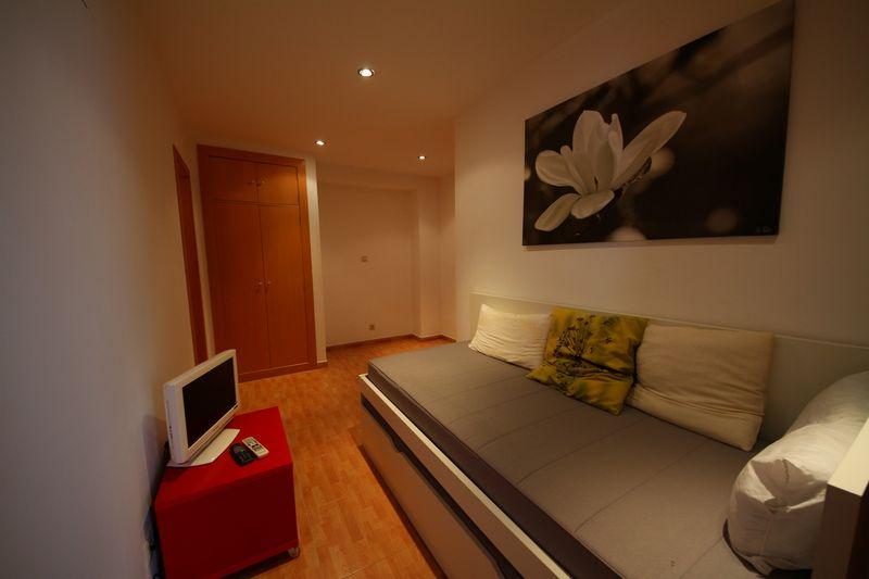 Дизайн и фото узких гостиных. Правила дизайна интерьера