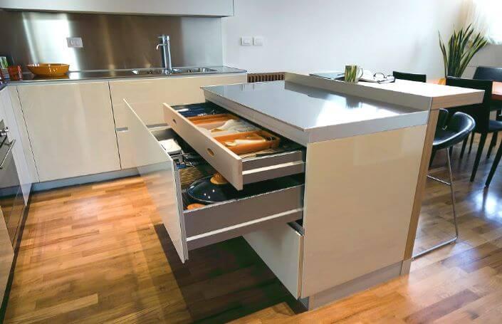 Рабочая поверхность - бар на кухне