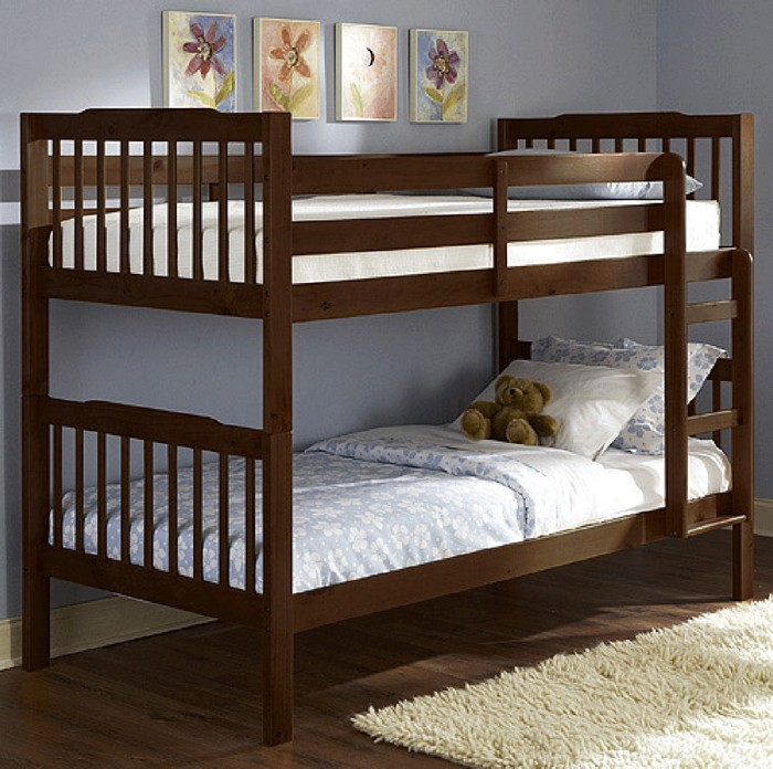 Детская кровать в интерьере комнаты
