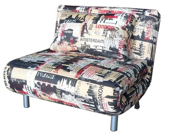 Кресло-кровать с газетным принтом фото