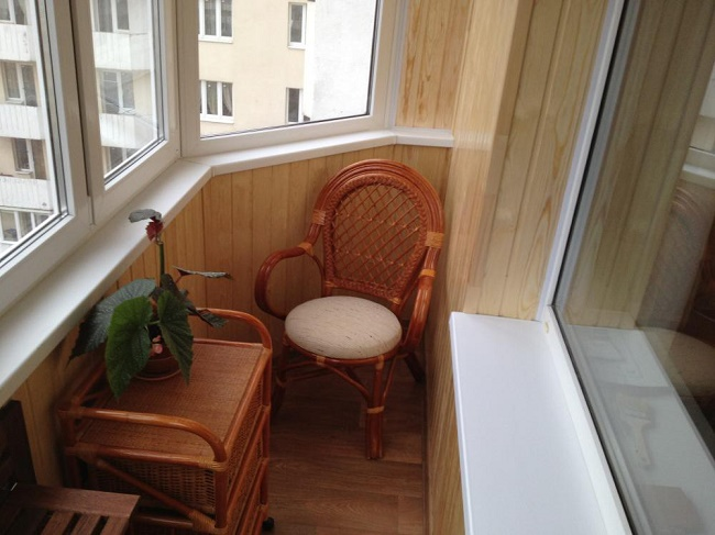 кресло на балкон из вагонки