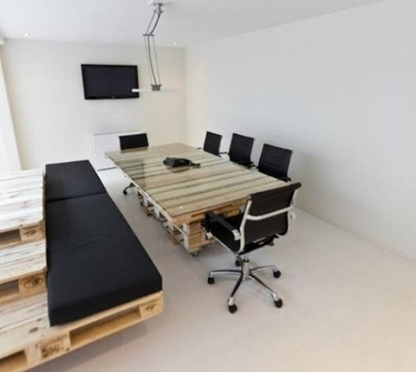 Переговорная комната из поддонов