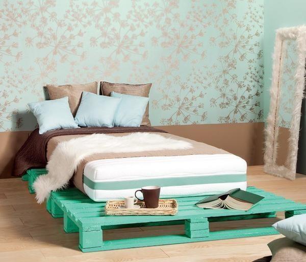 Кровать с подиумом из поддонов