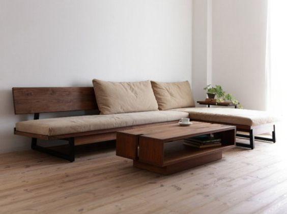 необычный деревянный диван в гостиной