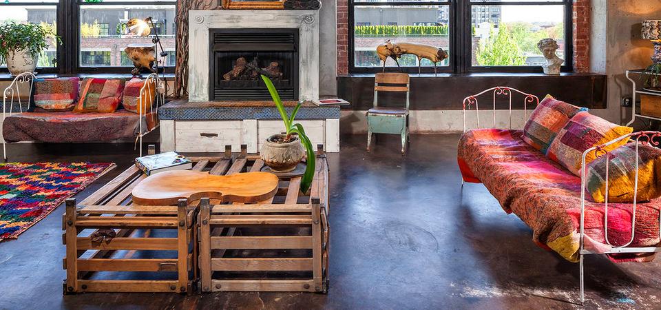 стол из паллет в современном интерьере