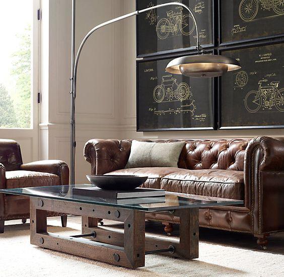 стильный стеклянный стол на массивных деревянных бревнах