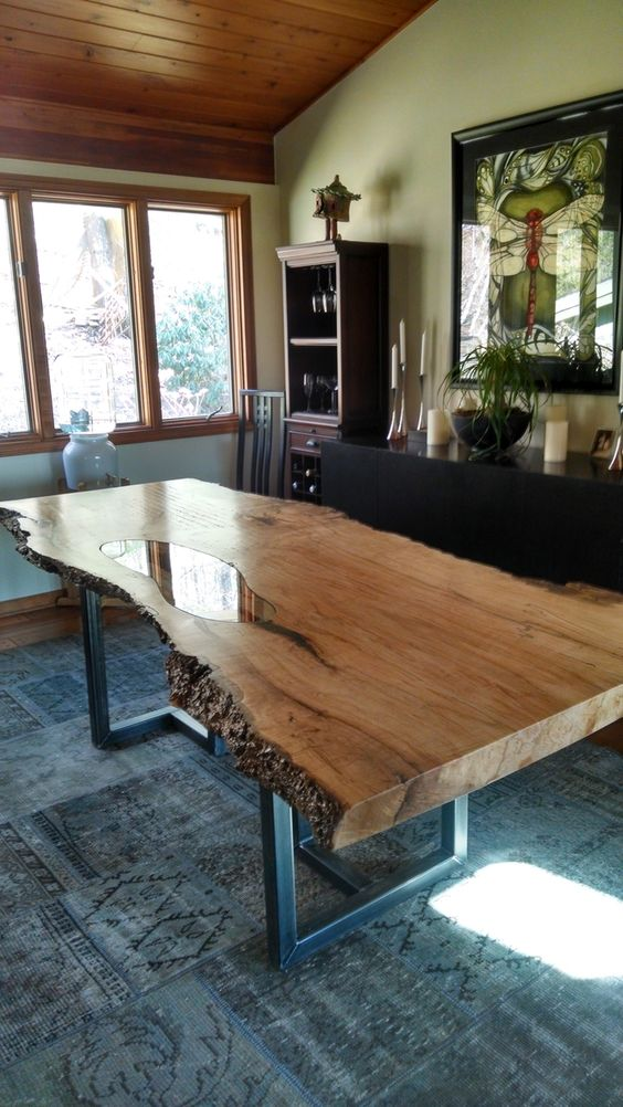 стол с деревянного полотна и стеклянной встовкой