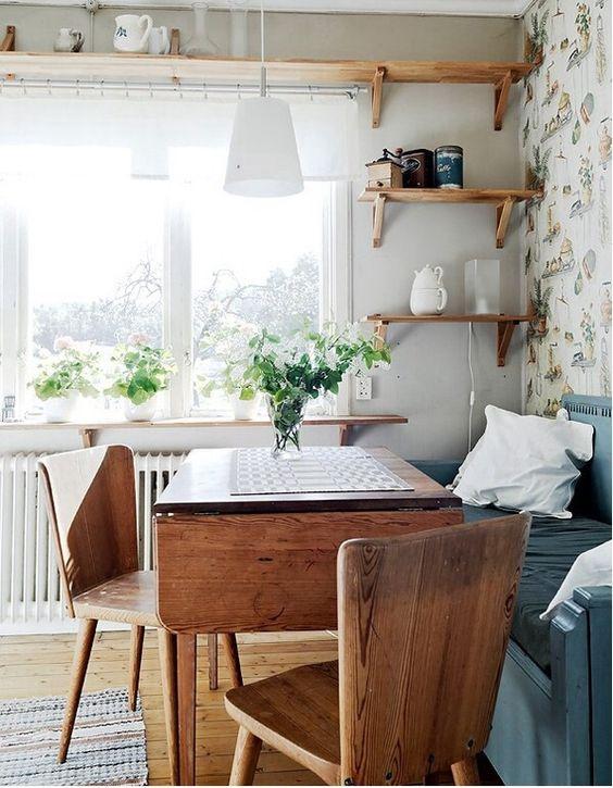 уютная светлая кухня с мебелью своими руками