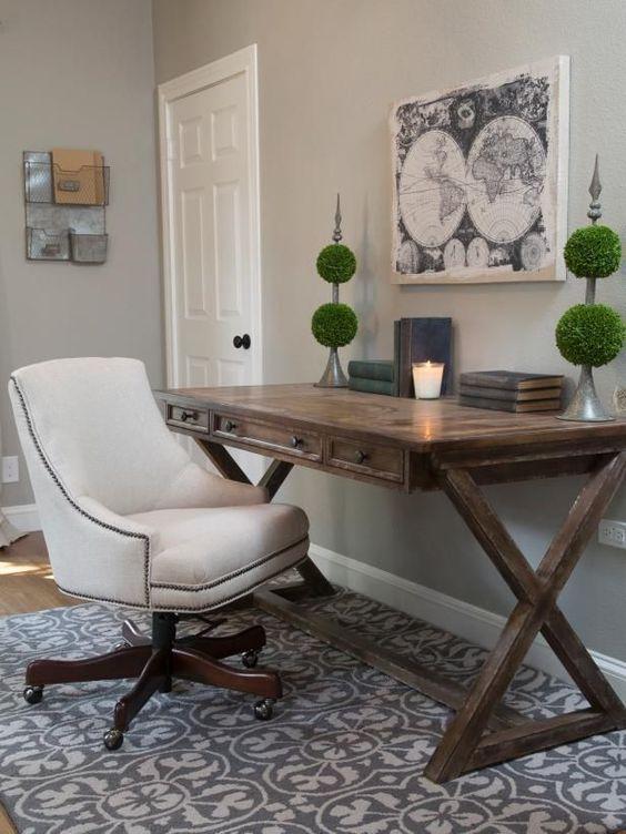 удобный стол для рабочего кабинета
