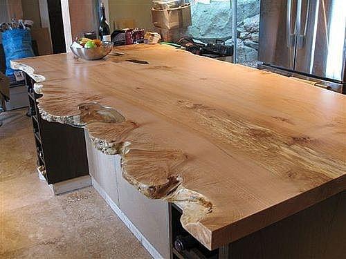 необычный стол из пласта дерева