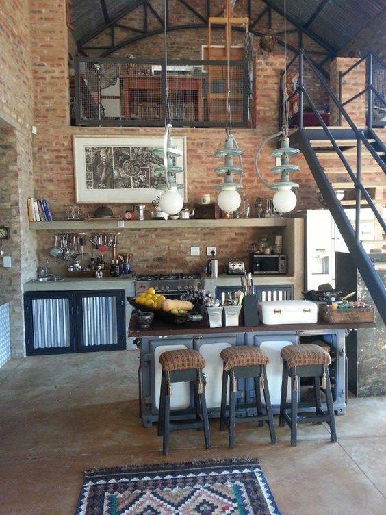 квартира-студия с элементами индустриального стиля