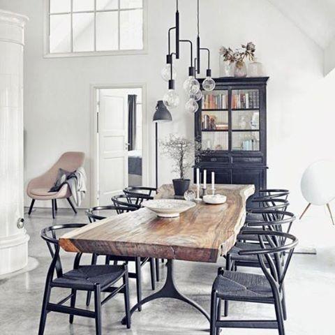просторная современная кухня с мебелью в стиле лофт