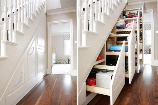 Шкаф под лестницей с выдвижными ящиками
