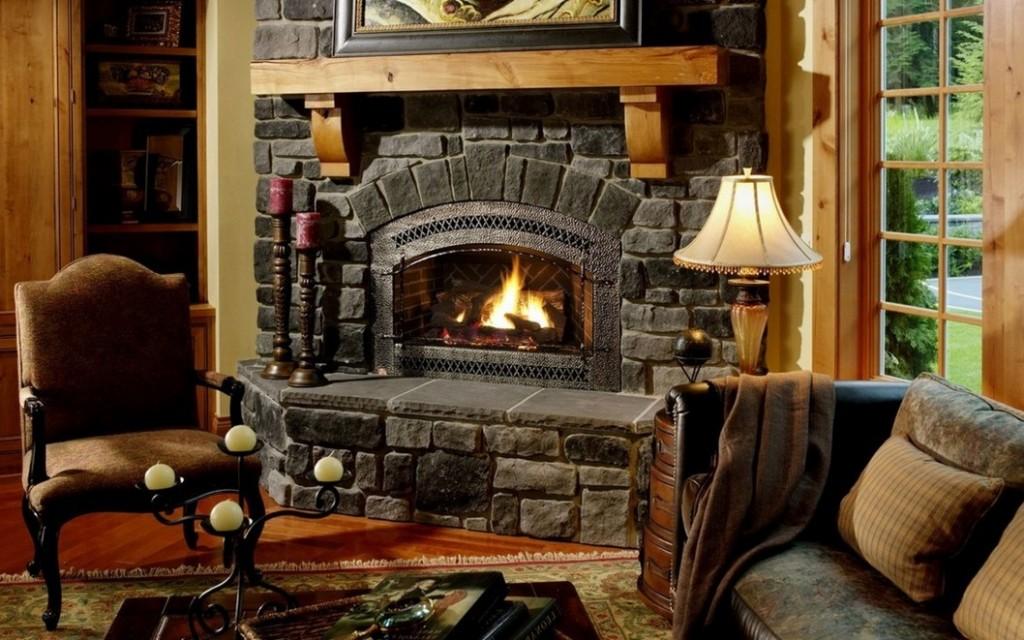 Английский камин в интерьере гостиной