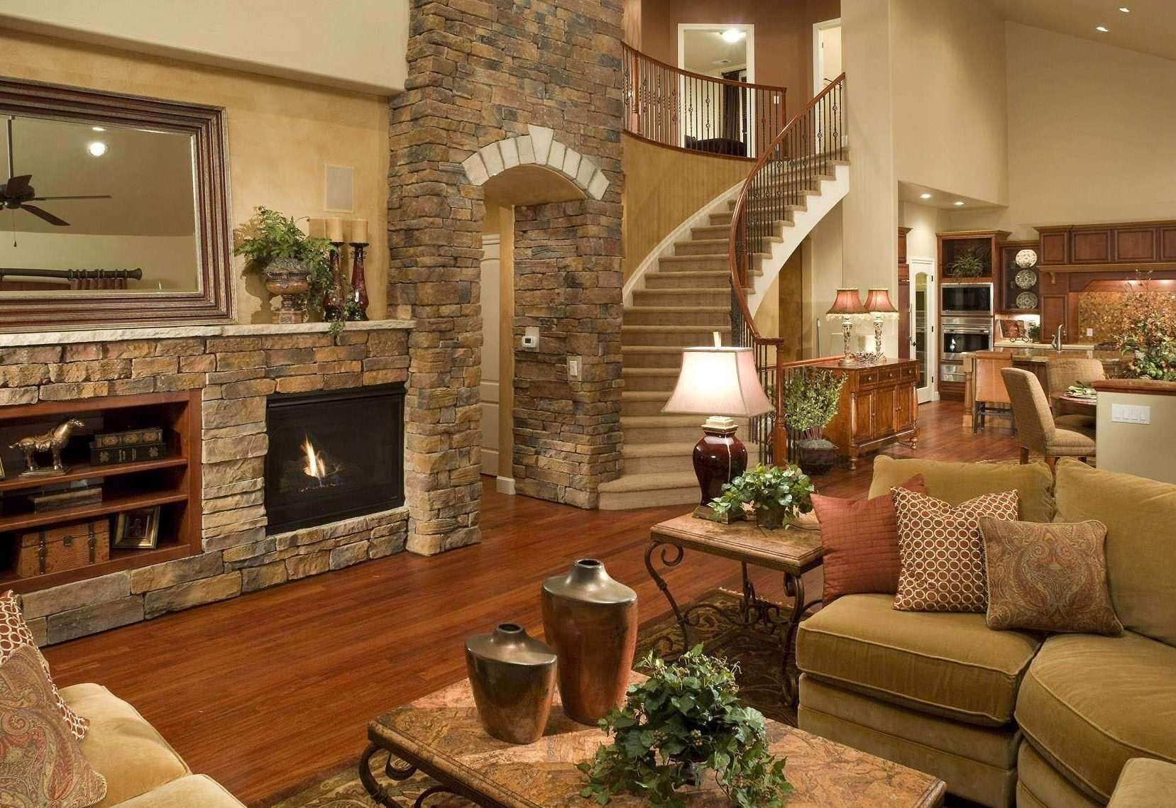 Камин в интерьере гостиной