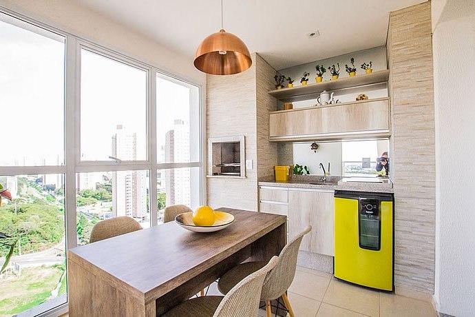 кухня на просторной лоджии