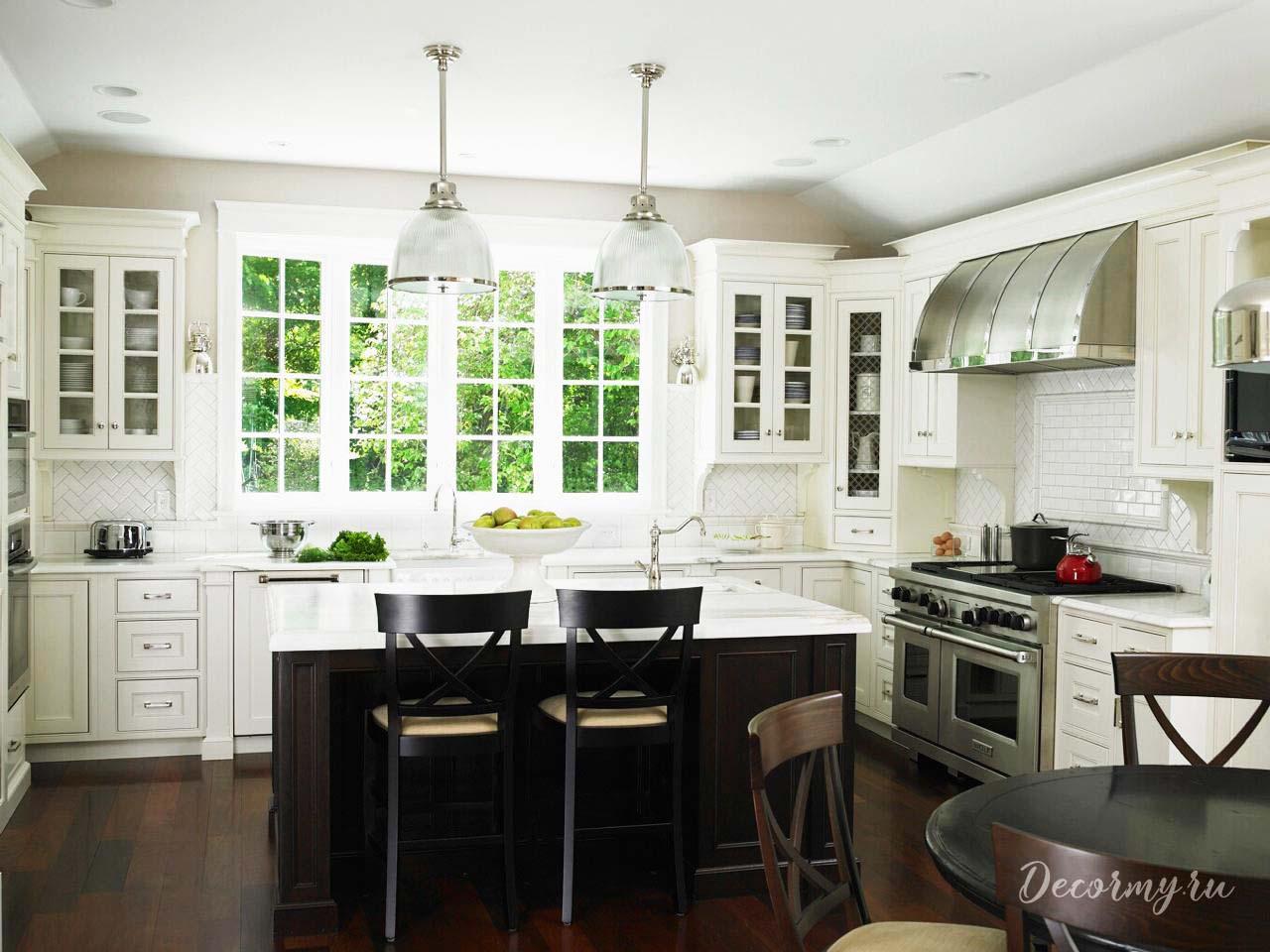 металлическая вытяжка для белого кухонного гарнитура