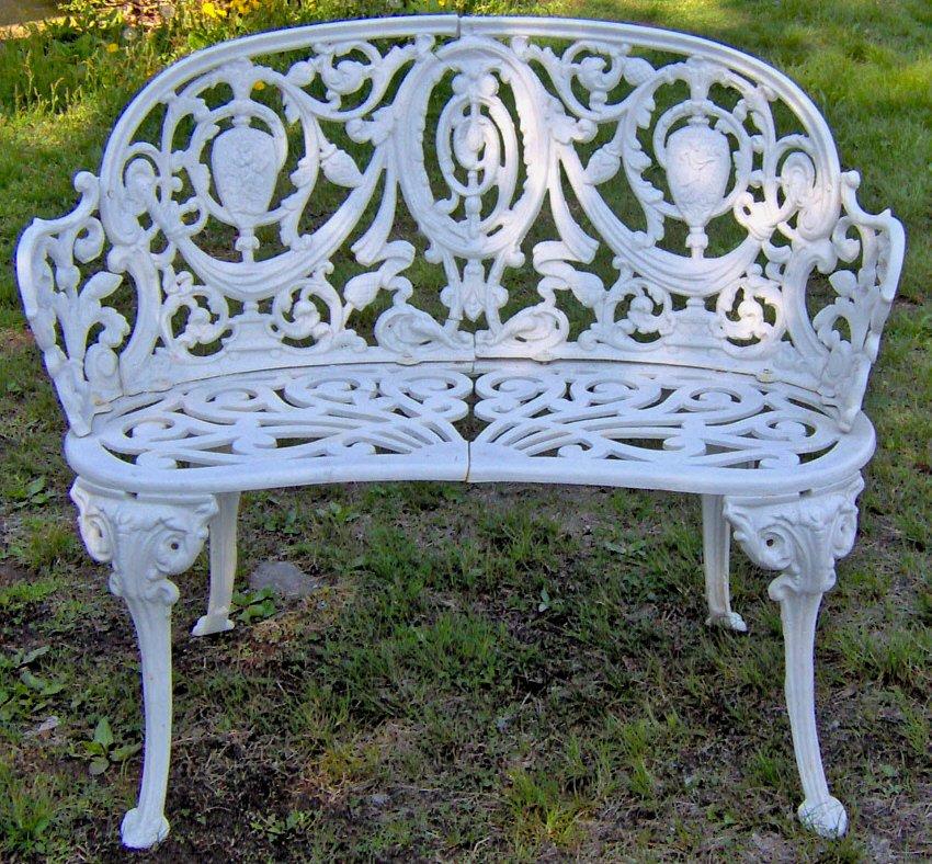 Чугунная скамейка