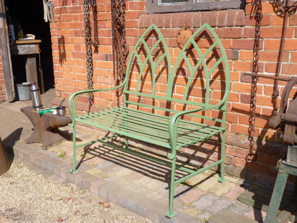 Скамейка в готическом стиле