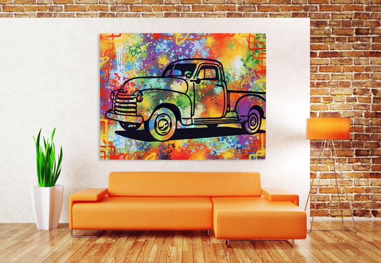 Оранжевый цвет - великолепное сочетание с кирпичной стеной