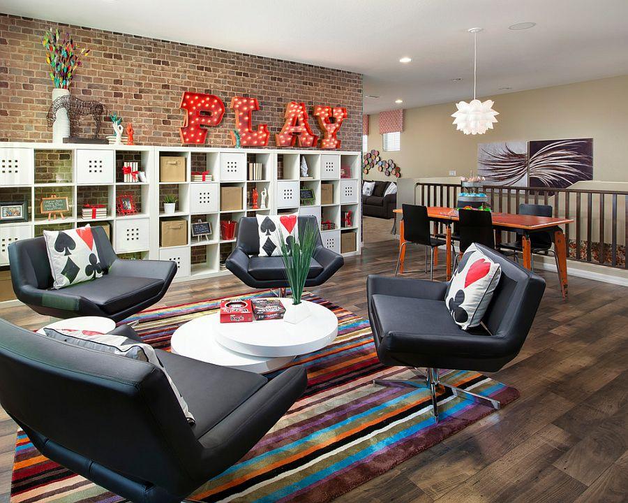 Великолепное дизайнерское решение (от Meritage Homes) - зона отдыха устроенная у кирпичной стены
