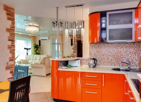 В таком дизайне кухня остается частью комнаты