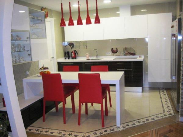 В маленьком помещение рационально устанавливать многофункциональную мебель