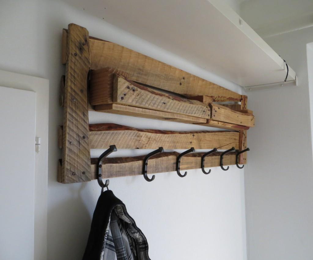 стильная вешалка для прихожей комнаты интерьер