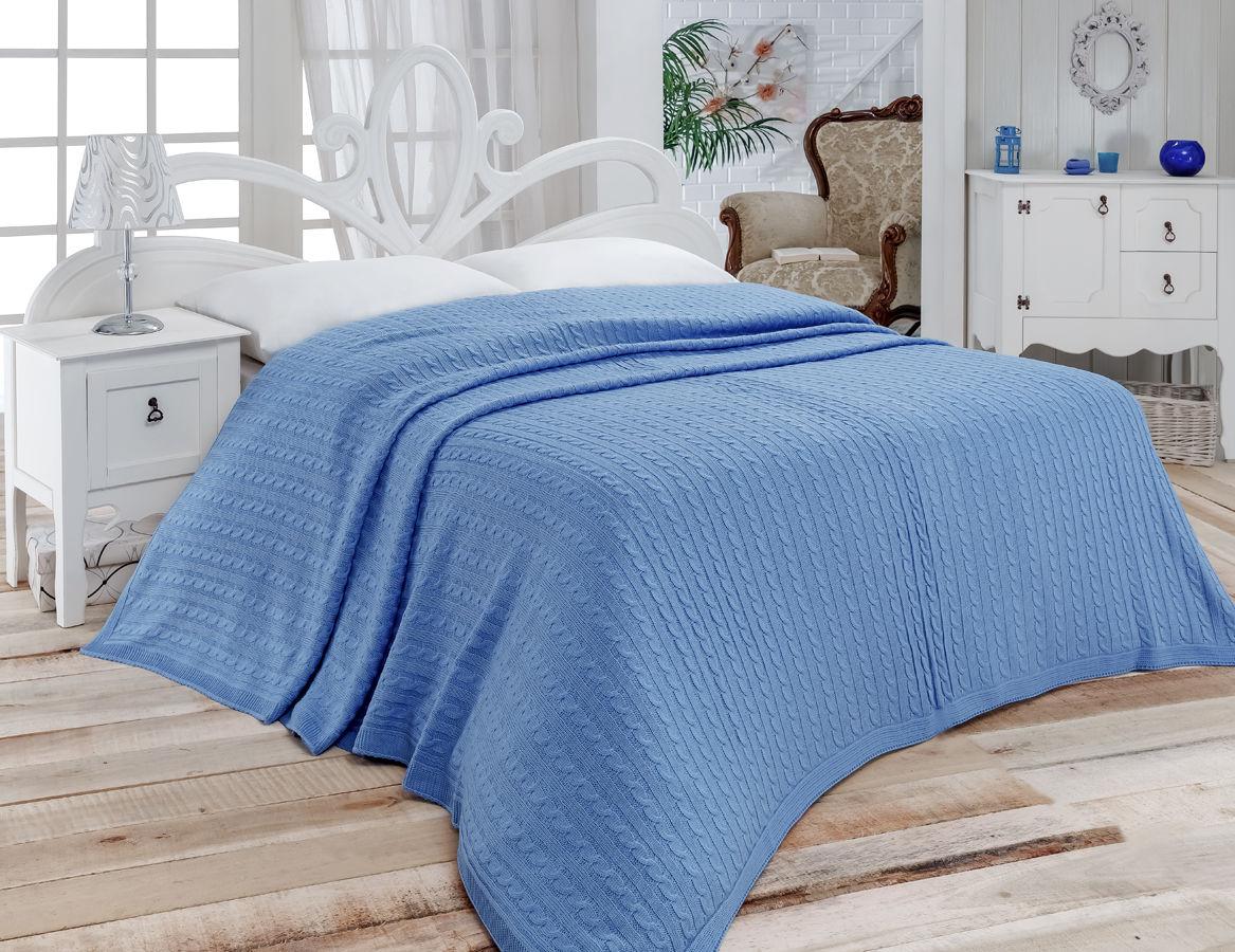 Синее большое вязаное покрывало