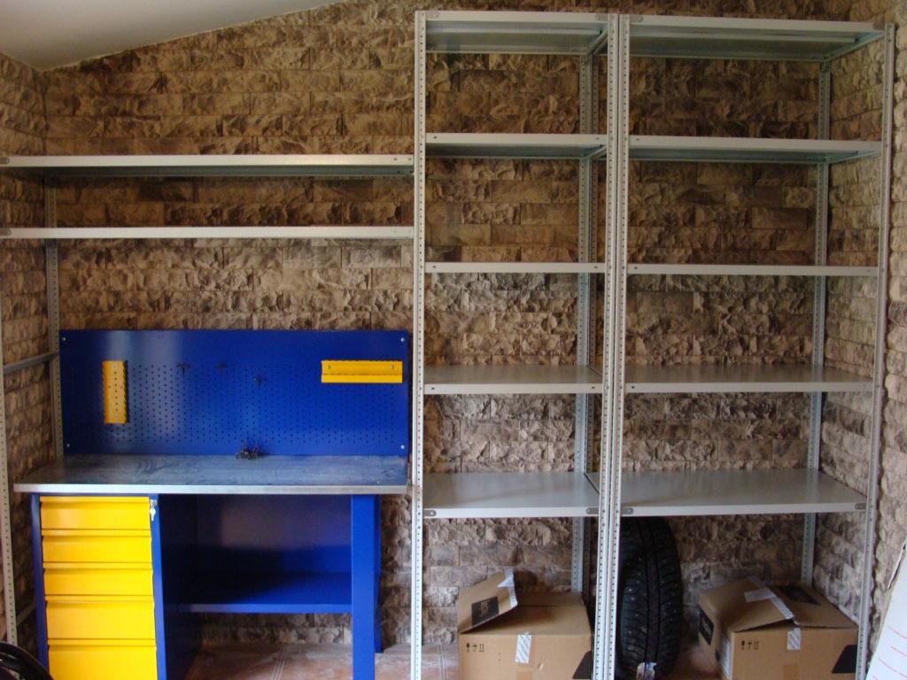 Полки для инструмента в гараже