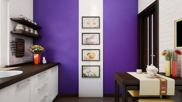 фиолетовая пастельная стена с картинами