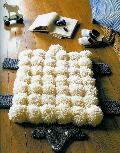 Оригинальный детский коврик из помпонов