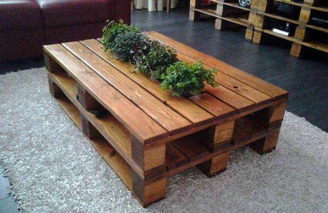stol-iz-pallet-naturalnogo-tsveta